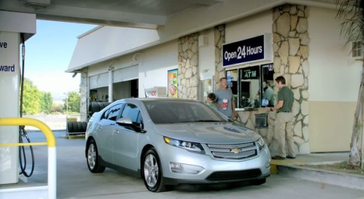 2012-chevrolt-volt-gas-station-advert_100364597_m